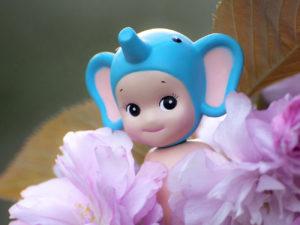 Elephant on Blossoms Squa copie