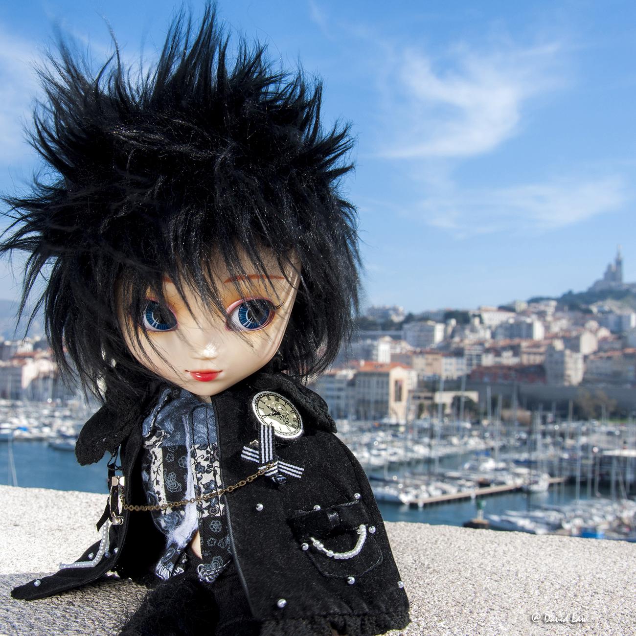 Marseille Doll 30X30 Or copie