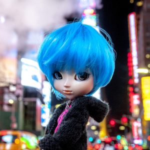 Times Square Doll 30x30 copie